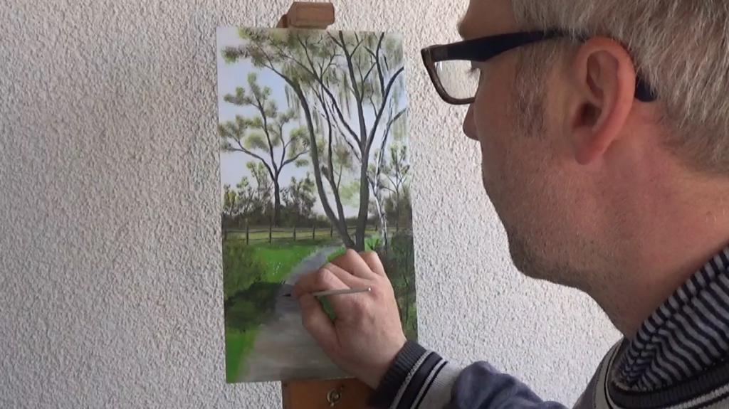 10-Fruehlingsbild-Weg-mit-Baum-und-Pferdekoppel