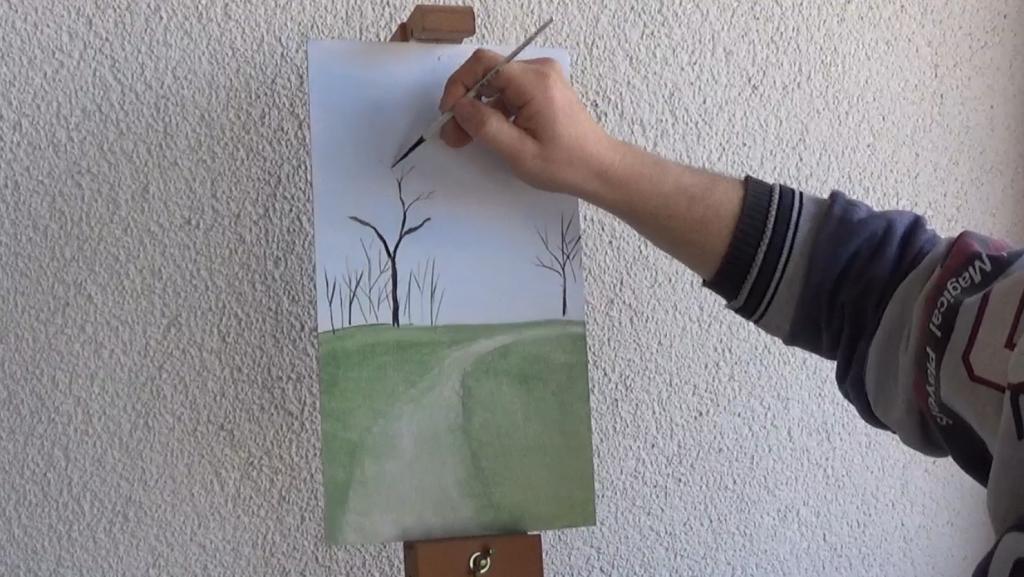 3-Fruehlingsbild-Weg-mit-Baum-und-Pferdekoppel