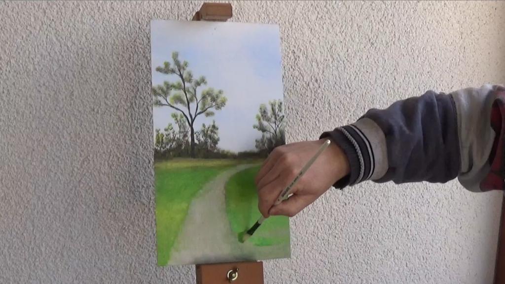 5-Fruehlingsbild-Weg-mit-Baum-und-Pferdekoppel