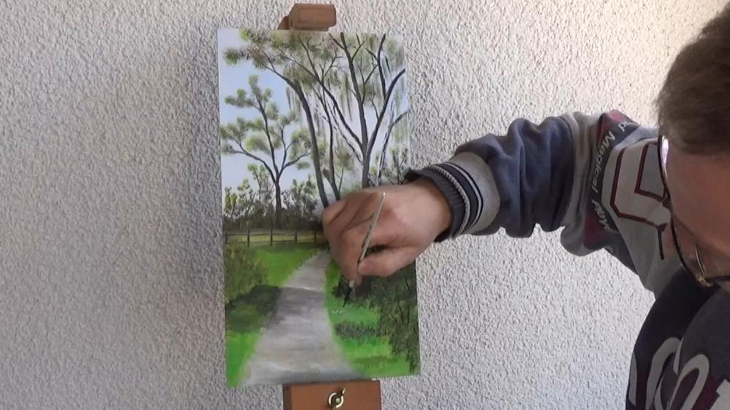 9-Fruehlingsbild-Weg-mit-Baum-und-Pferdekoppel